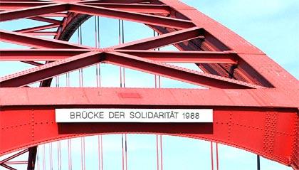Brücke der Solidarität in Duisburg-Rheinhausen