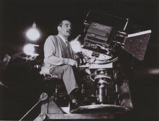 Luis Bunuel bei Dreharbeiten